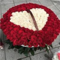 Корзина 301 роза с сердцем R070
