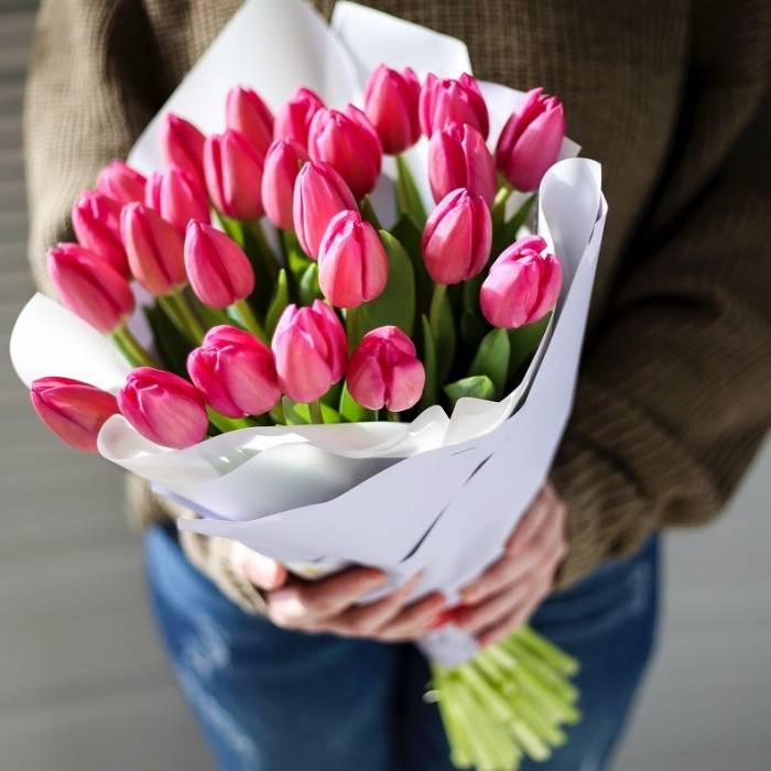 Букет 19 розовых тюльпанов в крафте R969
