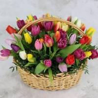 Корзина 45 разноцветных тюльпанов R014