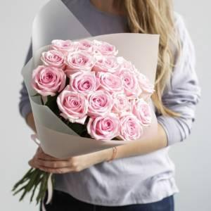 Букет 19 розовых роз с упаковкой R015