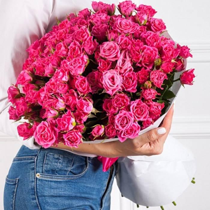 Большой букет 51 кустовая розовая роза R011
