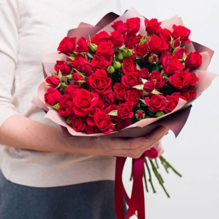 Букет 15 красных кустовых роз R418