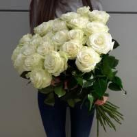 Букет 15 высоких роз с лентами R522