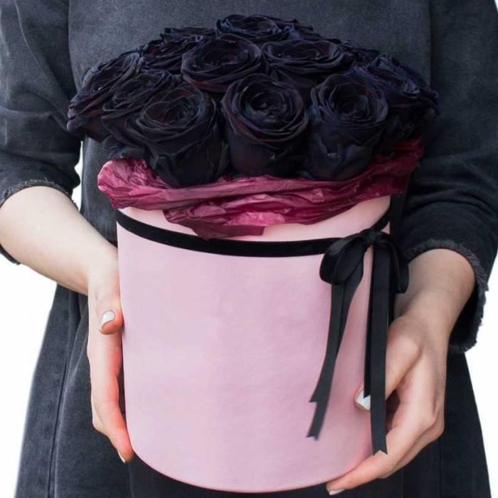 15 черных роз в коробке R822