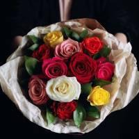 Букет 15 разноцветных роз R002