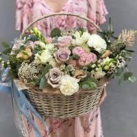 Сборная корзина с пионовидными розами R001